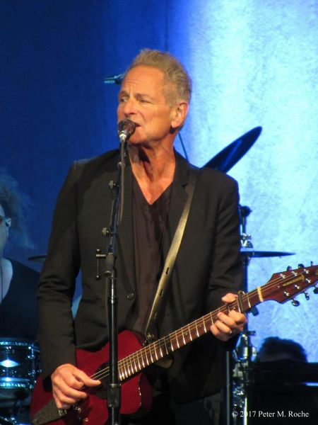 Fleetwood Mac's Buckingham, McVie make dynamic duet in Cleveland