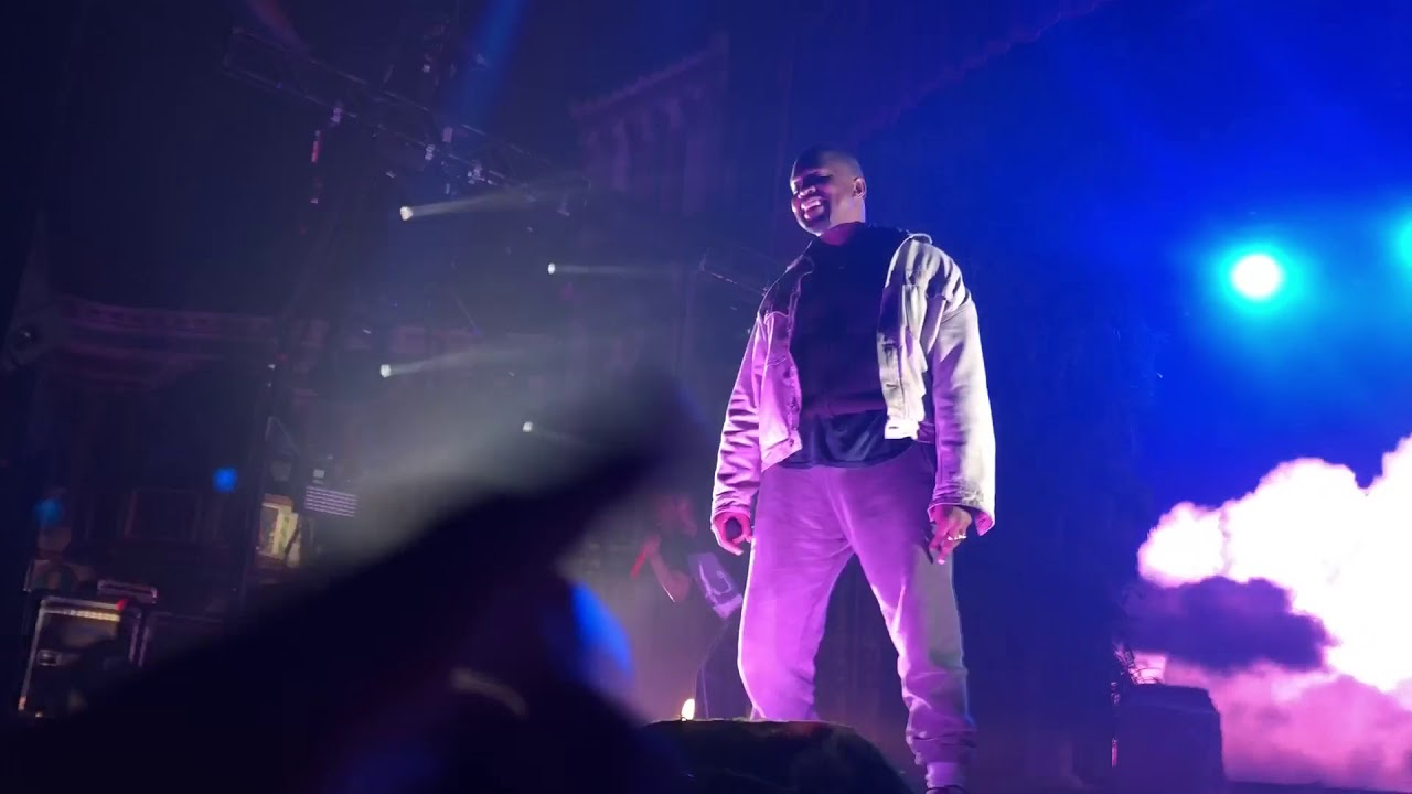 Kanye West returns to the stage after almost a year, performs with Kid Cudi in Chicago