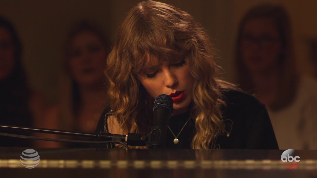 Watch: Taylor Swift serenades fans in 'New Year's Day' TGIT debut on ABC