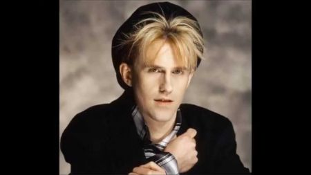 Howard Jones will bring hits and stories to LA's El Rey Theatre in Feburary