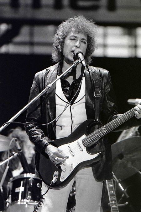 A guitar used by Bob Dylan just sold for almost 400k