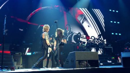 Watch Dave Grohl join Guns N' Roses on stage in Tulsa to perform 'Paradise City'