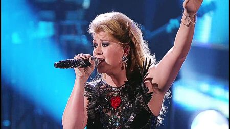 Kelly Clarkson and P!nk to collaborate at opening American Music Awards performance