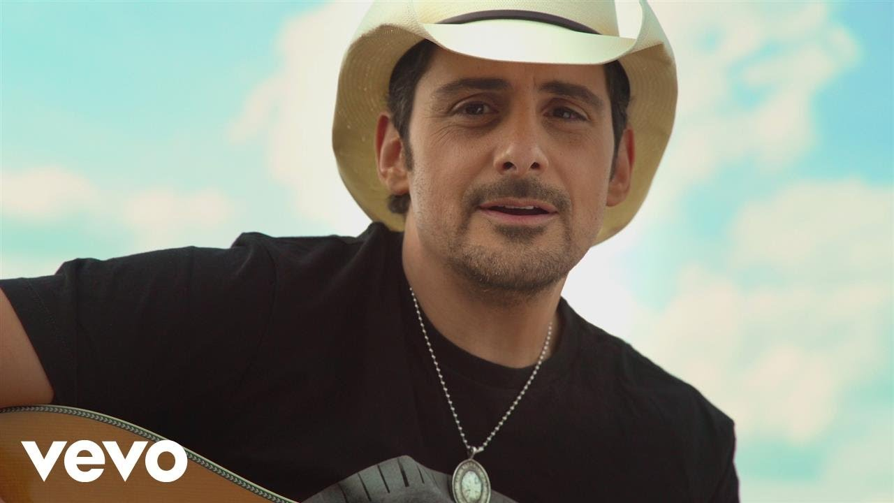 Brad Paisley to extend Weekend Warrior Tour into 2018