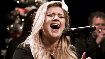Listen: Kelly Clarkson shares live Spotify version of 'Christmas Eve'
