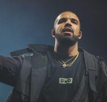 Drake does sideline reporting, gets new meme at Toronto Raptors game