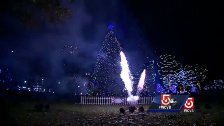 Where to see Christmas lights in Boston 2017