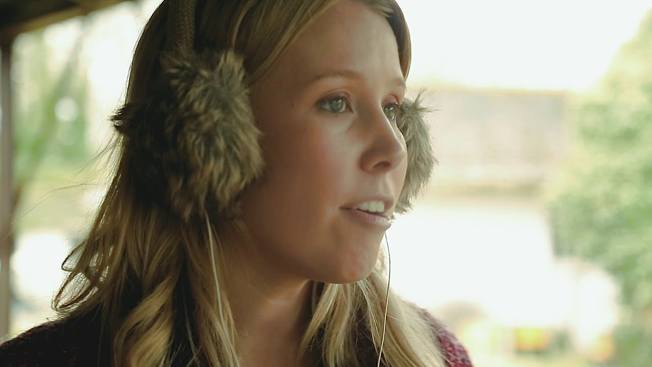 Emily Cavanagh talks about her new single and premiere music video 'Coming Home'