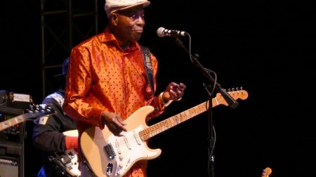 Guitar legend Buddy Guy headed to Denver's Paramount Theatre