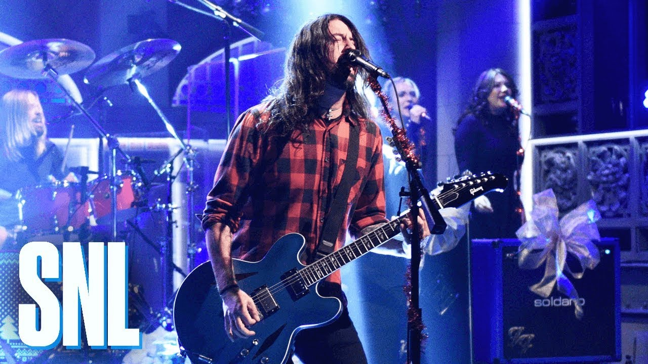 Foo Fighters Snl Christmas.Watch Foo Fighters Perform Everlong And Holiday Season