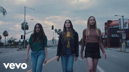 Watch the Haim sisters dance at a Britney Spears concert