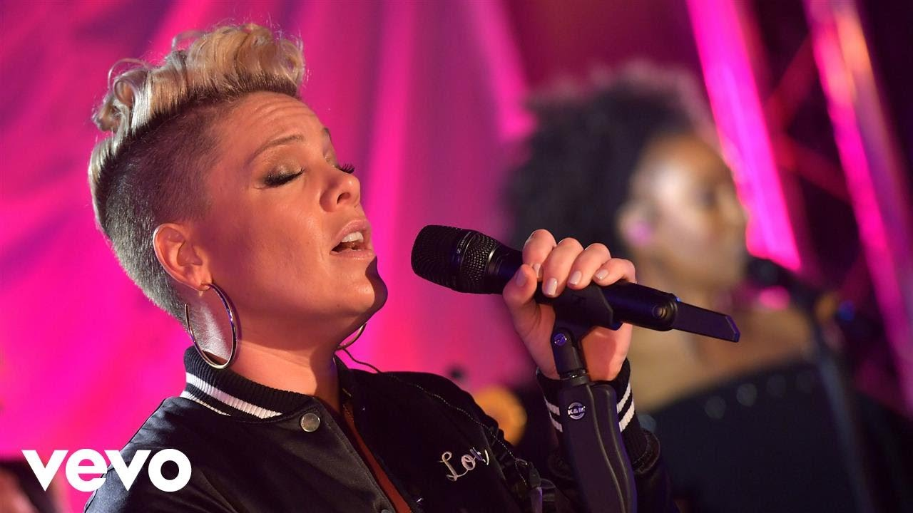 P!nk announced to sing 'Star Spangled Banner' before Super Bowl LII