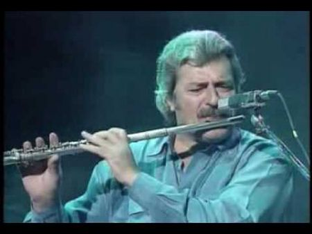 The Moody Blues pay tribute to founding member Ray Thomas, dead at 76