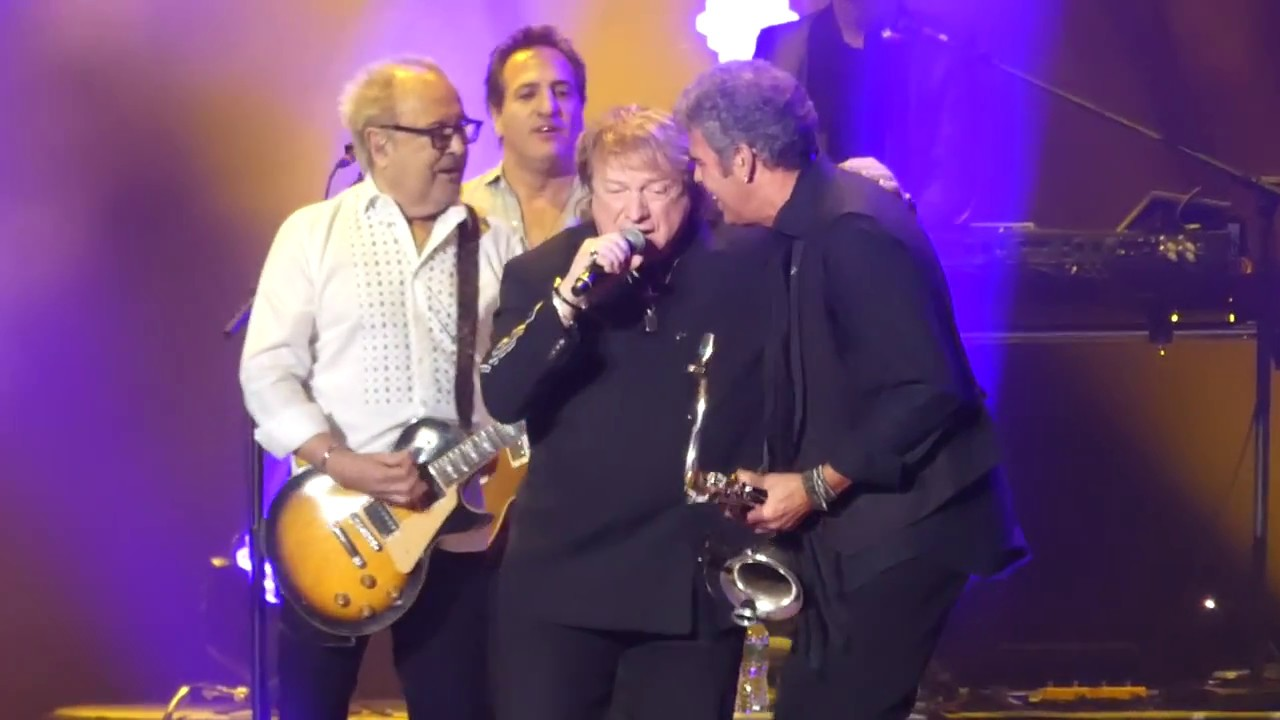Watch: Billy Joel reunites Foreigner's Mick Jones and Lou Gramm at MSG