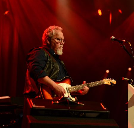 Songwriter Max T. Barnes announces international tour