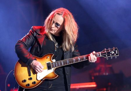 ANAHEIM, CA - JANUARY 26: Melissa Etheridge performs onstage at The 2018 NAMM Show at Anaheim Convention Center on January 26, 2018 in Anahe