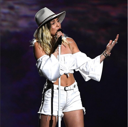 Miley performed her new song 'Malibu' for the first time on television at the Billboard Music Awards Sunday