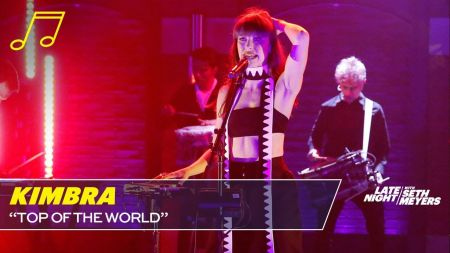 Watch: Kimbra Performs 'Top of the World' on  'Late Night with Seth Meyers'