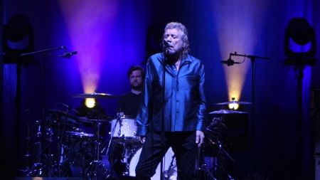 Robert Plant & the Sensational Space Shifters perform 'That's the Way' at US tour opener