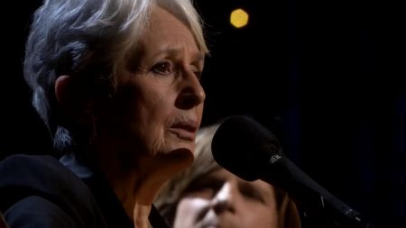 Folk legend Joan Baez plans 'final formal' tour