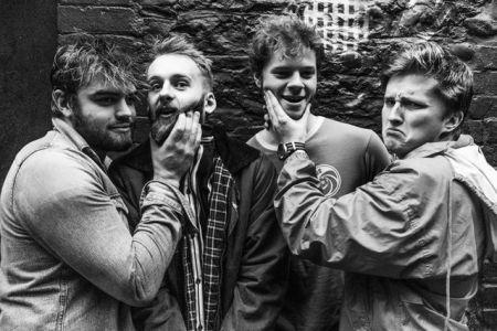 Listen to Los Blancos new singles 'Datgysylltu/Chwarter i Dri'