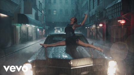 Taylor Swift dances through 'Delicate' music video premiere