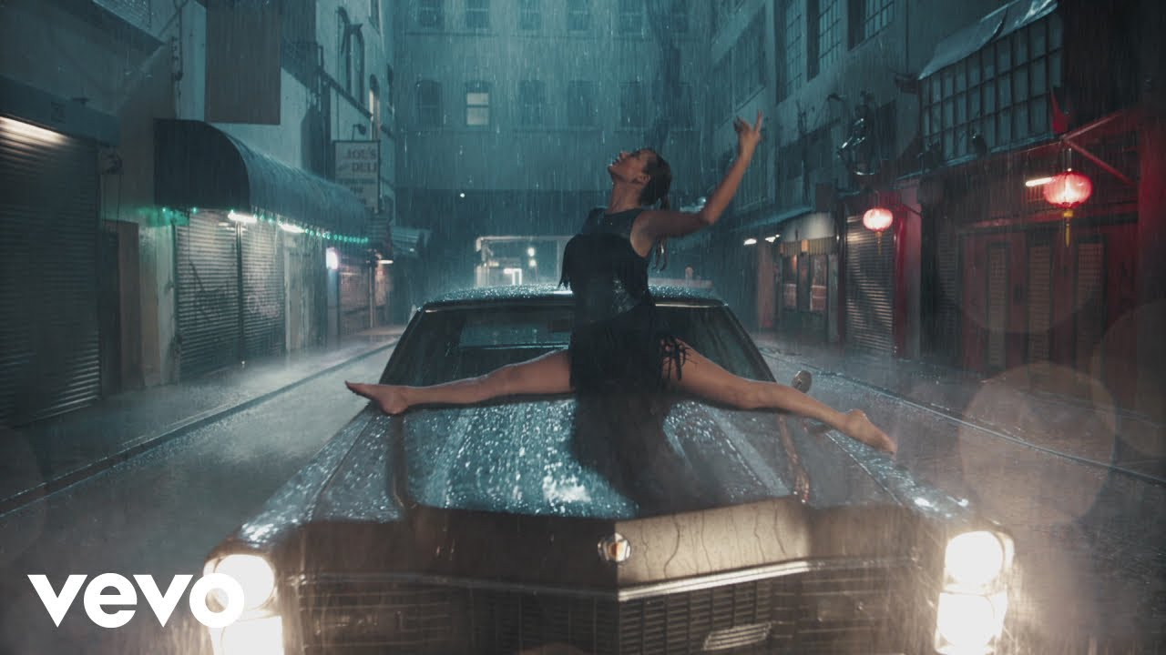Taylor Swift dances through 'Delicate' music video premiere