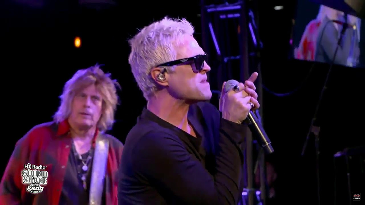 2bf698aa1ef Watch  Stone Temple Pilots perform single  Meadow  in Los Angeles - AXS