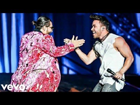 Maluma and Prince Royce premiere 'El Clavo' remix live at L.A.'s The Forum