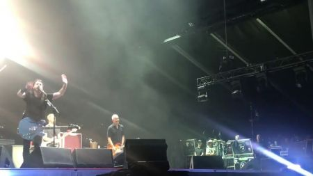 Foo Fighters bring out John Travolta, Billy Idol at Welcome To Rockville