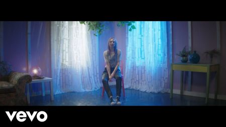 Watch: Alison Wonderland braves the rain in new music video for 'Easy'