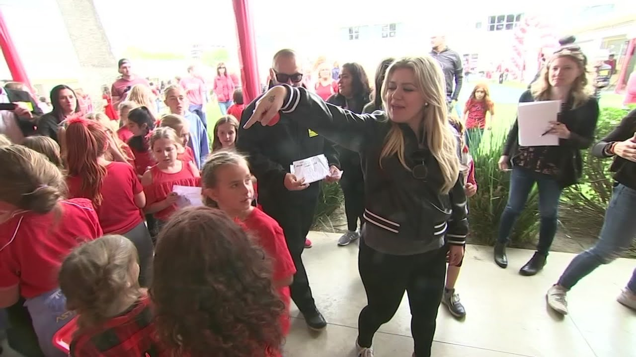 Watch: Kelly Clarkson joins Los Angeles students for Red Nose Day fundraiser