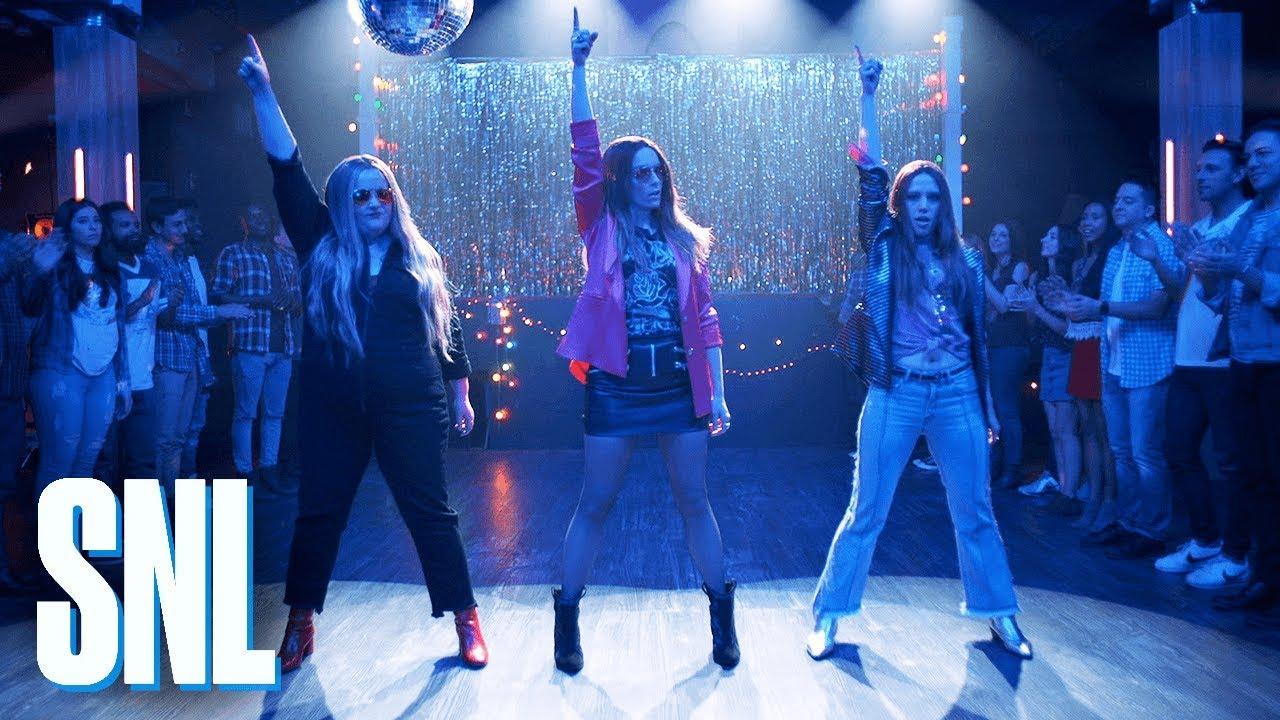 Watch: Nicki Minaj and Tina Fey poke fun at Haim with 'SNL' parody sketch from season finale