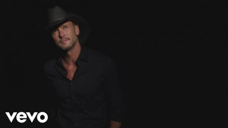 Tim McGraw releases video for Spanish version of 'Humble and Kind'