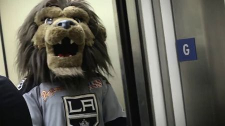 LA Kings promote summer reading with Ice Crew and mascot Bailey