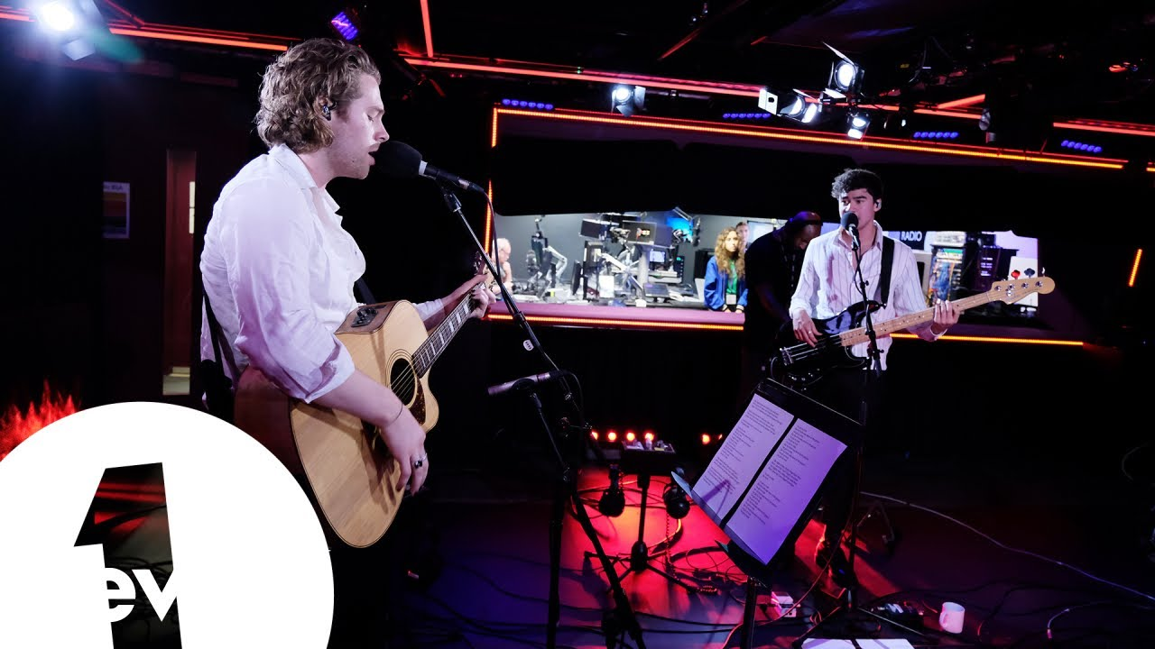 Watch 5 Seconds of Summer perform acoustic version of 'Youngblood'