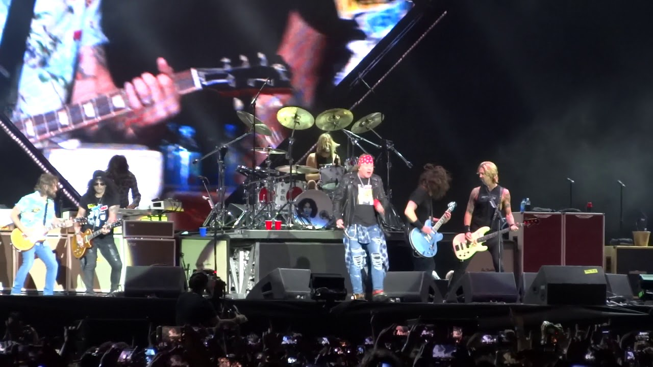 Foo Fighters and Guns N' Roses share the stage in Italy to perform 'It's So Easy'