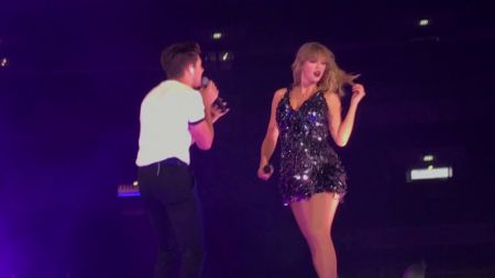 Watch: Niall Horan joins Taylor Swift as surprise guest in London for 'Slow Hands' performance