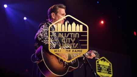 Chris Isaak's 2018 tour to stop through City National Grove