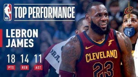 LeBron James draws the eye of Philadelphia 76ers fans