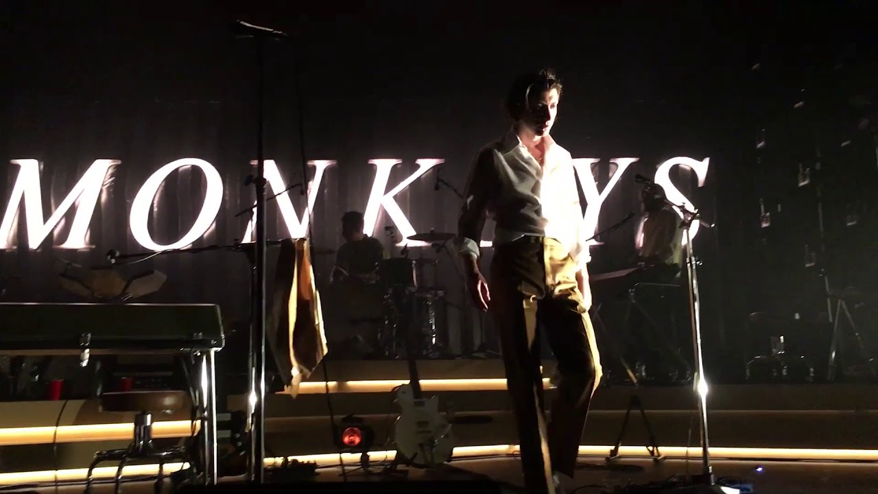 "Watch: Arctic Monkeys perform Elvis Costello's ""Lipstick Vogue"""