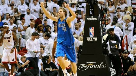 Dirk Nowitzki inks record contract with Dallas Mavericks