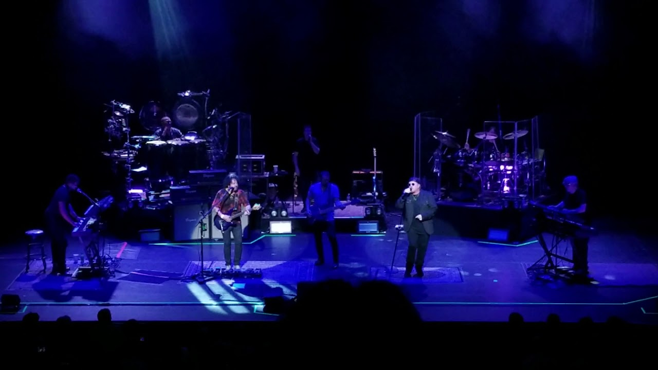 Toto returns the favor by covering Weezer's 'Hash Pipe' in Vancouver: Watch