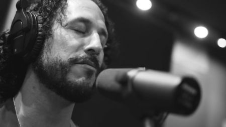Interview: Americana artist David Rosales on new album 'Brave Ones' and 'Lift Your Hands' video series