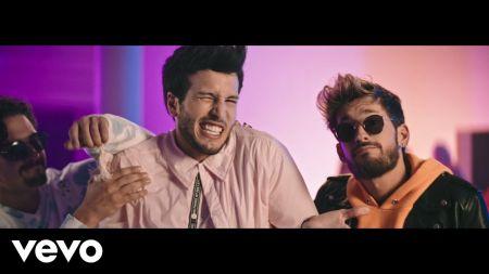 Sebastián Yatra and Mau y Ricky steal each other's girlfriends in 'Ya No Tiene Novio' video