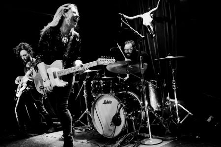 <p>Joanne Shaw Taylor will plug in on tour this Fall.</p>