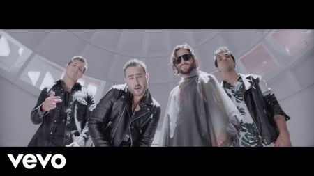 Reik and Maluma take Las Vegas in 'Amigos Con Derechos' music video