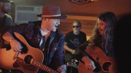 Adam Hood & Brent Cobb drop new music video, 'She Don't Love Me'