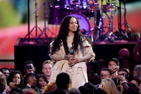 (Getty Images) Ella Mai Performing at 2018 American Music Awards