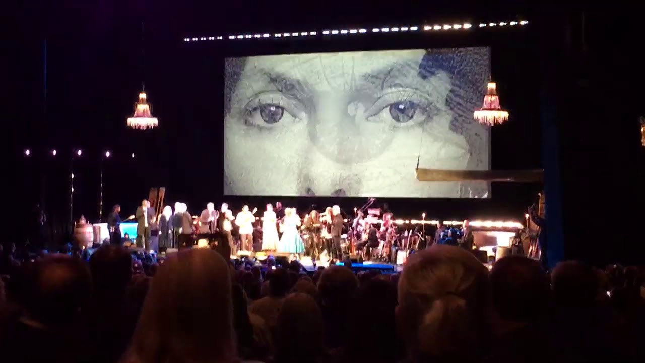 Watch: Graham Nash, Chaka Khan and more perform 'Big Yellow Taxi' at Joni Mitchell tribute